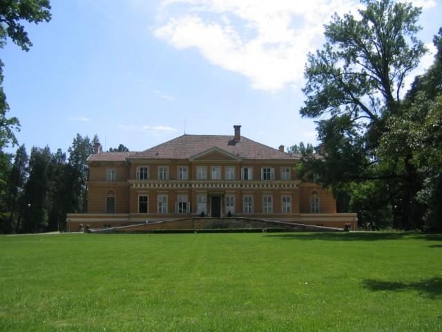 Castelul Regal de la Savarsin - Hotel Miky